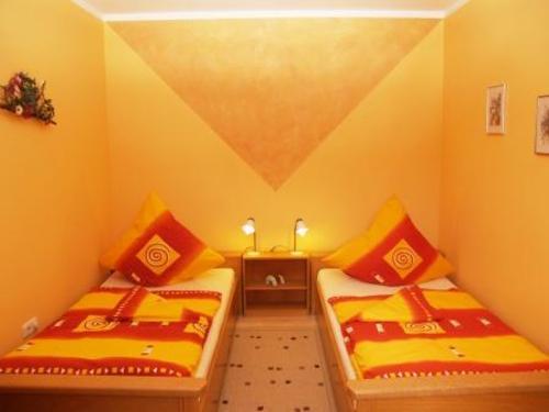 Schlafbereich mit Einzelbetten