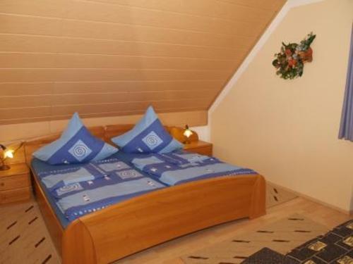 Schlafbereich mit Doppelbett - Bauernhof, Bayern