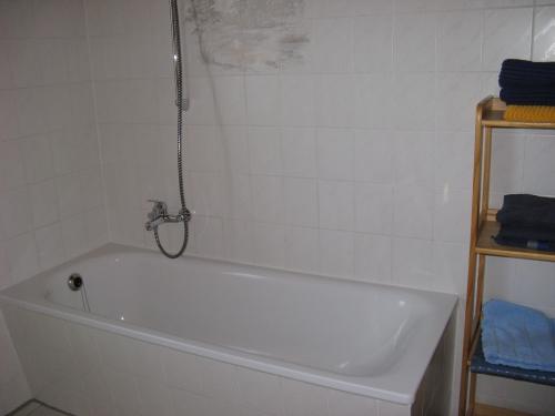 Bad mit Badewanne - Ferienwohnung , Brandenburg