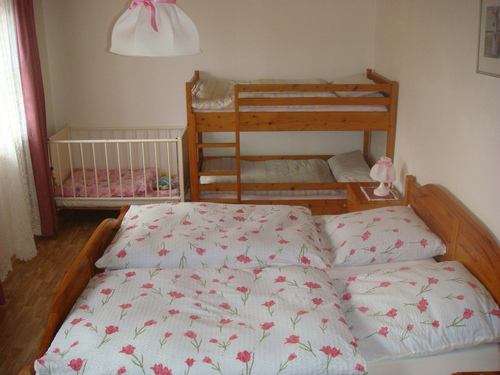 Schlafzimmer mit Doppelbett - Bauernhof , Bayern