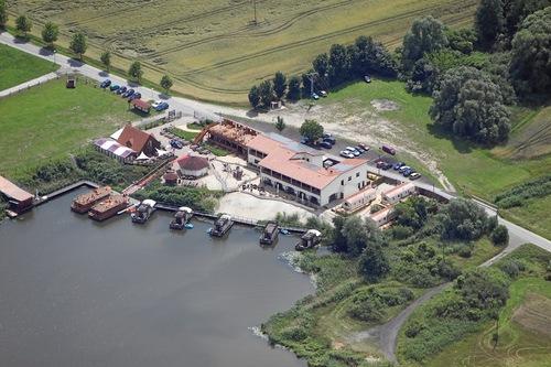 Unser Erlebnisdorf mit Ferienpark aus der Vogelperspektive...