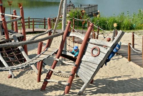 Unser Erlebnisspielplatz für kleine und grosse Piraten... Privatstrand am Mühlensee klein aber fein, nur für Hotelgäste