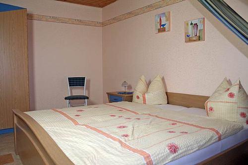 Schlafzimmer mit Doppelbett - Bauernhof, Schwarzwald
